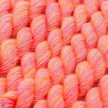 Laine mérinos Unicorn Tails Neon Peach 299
